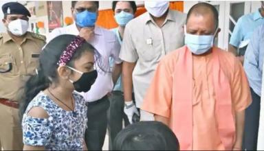 """UP में कोरोना के खिलाफ वैक्सीनेशन का महाअभियान शुरु, CM योगी ने ट्वीट कर कहा """"कोरोना हारेगा, भारत जीतेगा"""""""