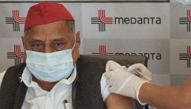 अखिलेश के विरोध के बावजूद पिता मुलायम सिंह ने लगवाई कोरोना वैक्सीन, कहा था- नहीं लगवा सकते बीजेपी की वैक्सीन