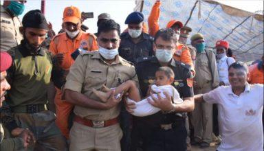 आगरा : 9 घंटे कड़ी मशक्कत के बाद बची बच्चे की जान, NDRF ने की कार्रवाई की मांग, अब और कितनी…