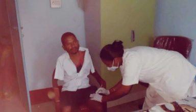 Viral Photo: हाथ के बजाय युवक ने जांघ में लगवाई Covid 19 Vaccine, वजह जानकर रह जाएंगे हैरान