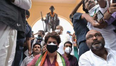 लखनऊ: मौन व्रत मामले में प्रियंका गांधी समेत सैकड़ों कार्यकर्ताओं पर केस, धारा 144 के उल्लंघन का आरोप, जानें क्या है पूरा मामला
